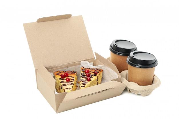 Consegna del cibo. cibo in scatole da asporto isolati su sfondo bianco