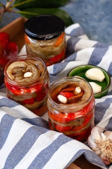 Conservare i peperoni fatti in casa. peperoni conservati fatti in casa