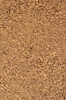 Consistenza del caffè macinato sotto forma di tanti piccoli ciottoli di colore marrone scuro