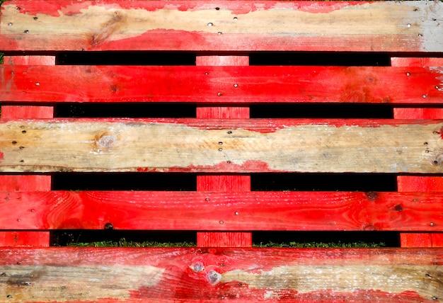 Consistenza del pallet di legno e metà dipinto
