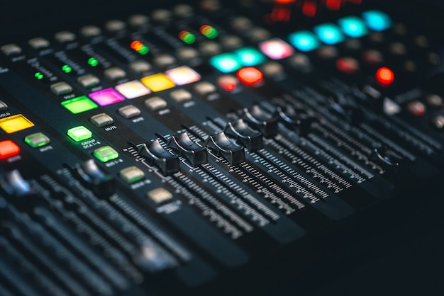 Console di mixaggio dj music