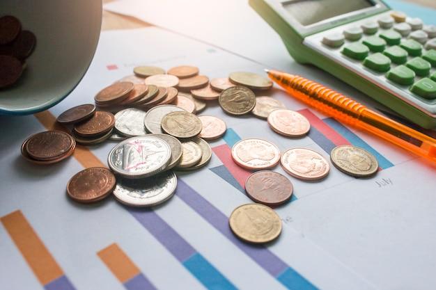 Contabilità aziendale - rapporto, moneta, calcolatrice, penna