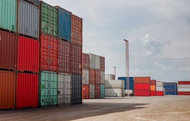 Container nel settore del trasporto commerciale logistico