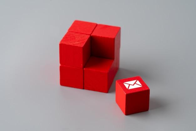Contattaci icona sul puzzle colorato