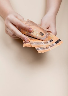 Conteggio del concetto di banconote