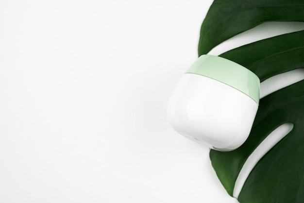 Contenitore crema mock-up in posizione piana
