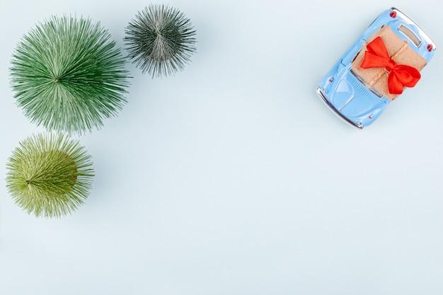 Contenitore di regalo del mestiere carring di retro automobile del giocattolo, cartolina d'auguri di compera di feste