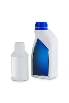 Contenitore in plastica bianca per olio di trattamento del motore isolato