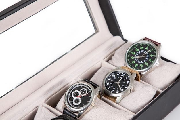 Contenitore per orologi di lusso su bianco