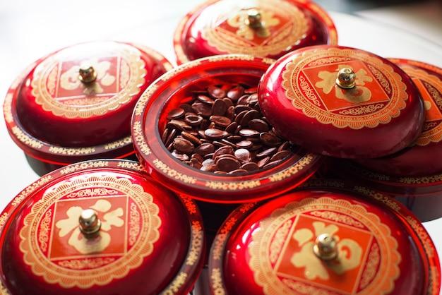 Contenitori con semi secchi