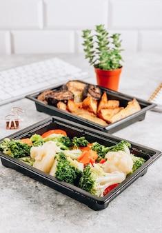 Contenitori di scatole di pranzo da asporto per la consegna di cibo da ufficio consegnati in ufficio
