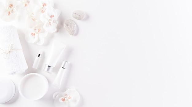 Contenitori per bottiglie cosmetici, crema per la pelle con fiori ..