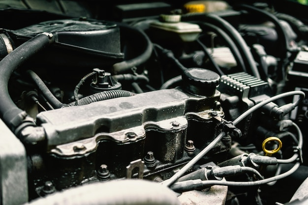 Controlla lo stato del motore dell'auto.