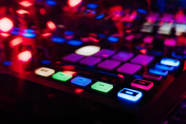 Controller mixer dj professionale per mixare musica