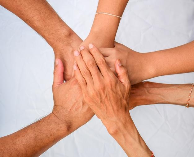 Cooperazione, accordo, relazione