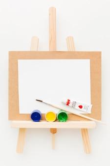 Copi la tela e la pittura dello spazio
