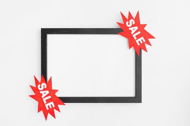 Copia cornice dello spazio con etichetta di vendita
