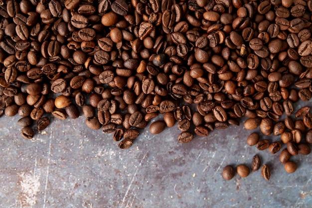 Copia spazio chicchi di caffè distesi