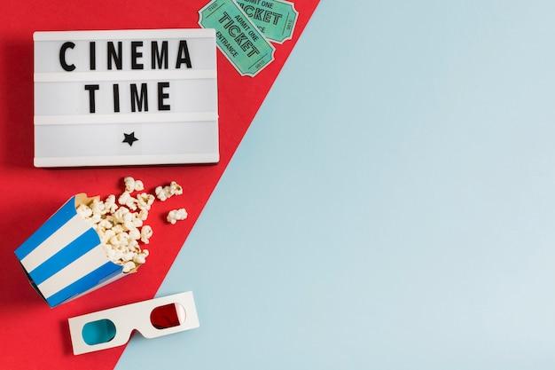 Copia spazio cinema occhiali con popcorn