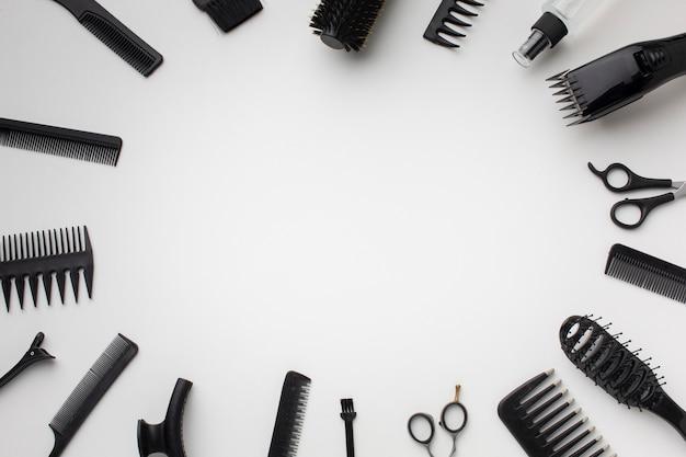 Copia spazio circondato da accessori per capelli