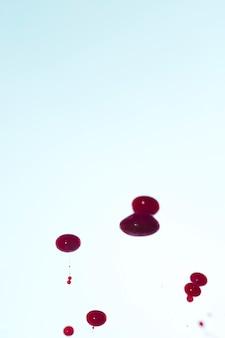 Copia spazio con gocce di sangue astratte