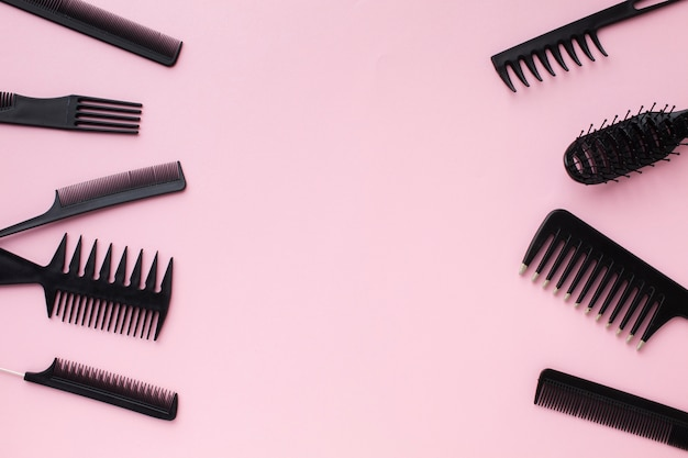 Copia spazio con strumenti per capelli professionali