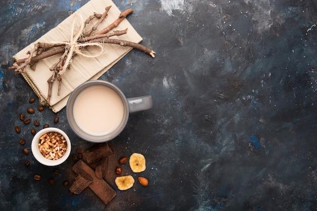 Copia spazio di latte e cioccolato
