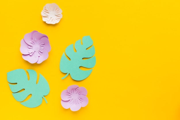Copia-spazio lascia ornamento di carta