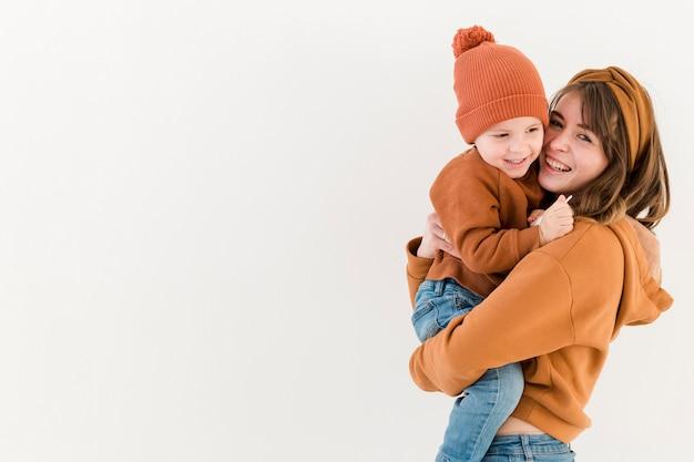 Copia-spazio madre con figlio