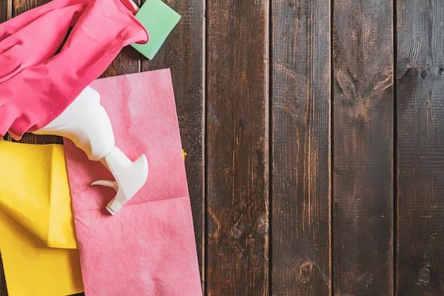 Copia spazio piatto con prodotti per la pulizia della casa