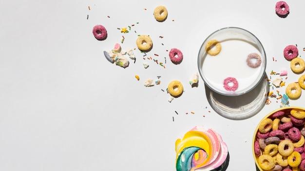 Copia spazio sfondo bianco con cereali