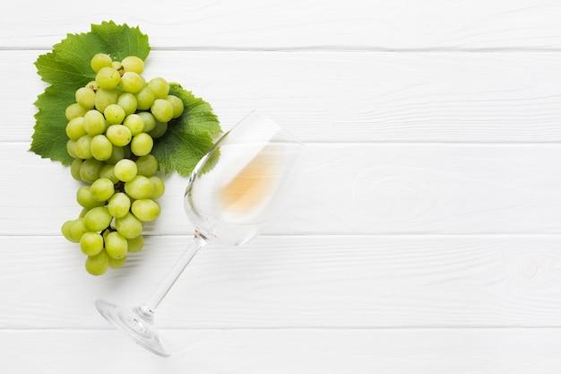 Copia spazio uve bianche per vino
