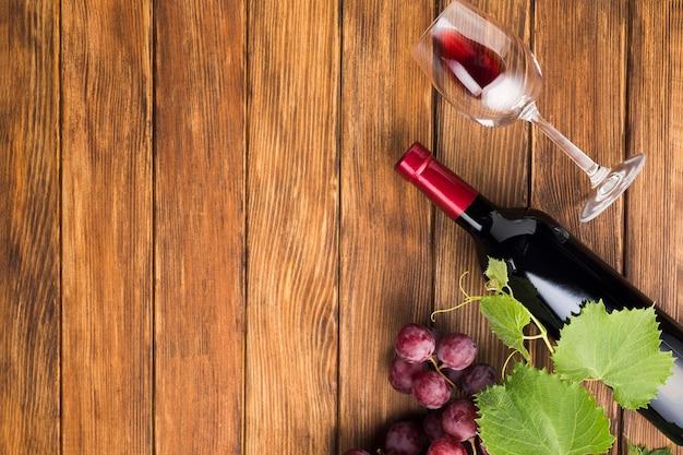 Copia spazio vino rosso e vetro