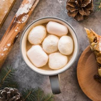 Coppa con drink e marshmallows