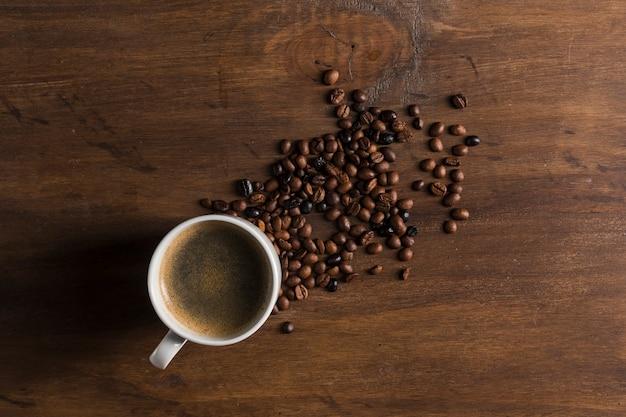 Coppa e chicchi di caffè