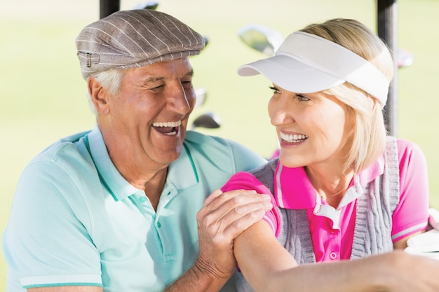 Coppia allegra golfista