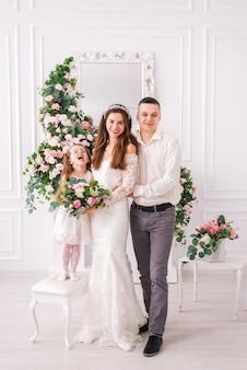 Coppia appena sposata con sua figlia
