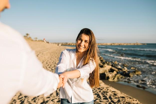 Coppia, camminare, spiaggia