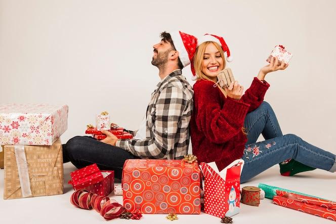 Coppia con i regali