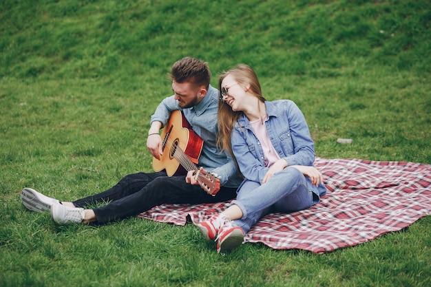 Coppia con la chitarra
