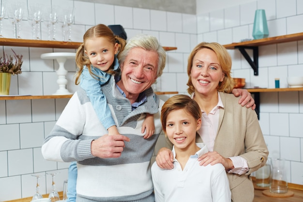 Coppia con nipoti