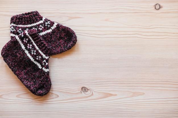 Coppia di calzini lavorati a maglia