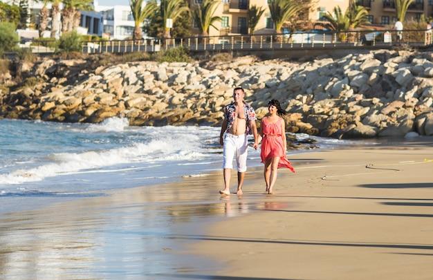 Coppia di innamorati in spiaggia