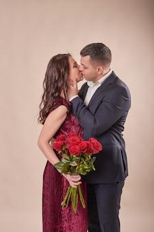 Coppia di san valentino con rose