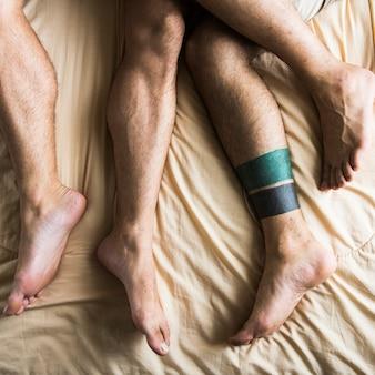 Coppia gay che trascorre insieme il fine settimana