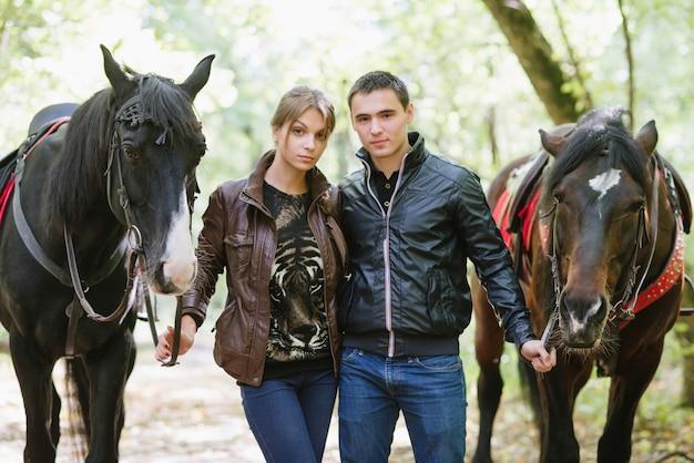 Coppia in amore a cavallo