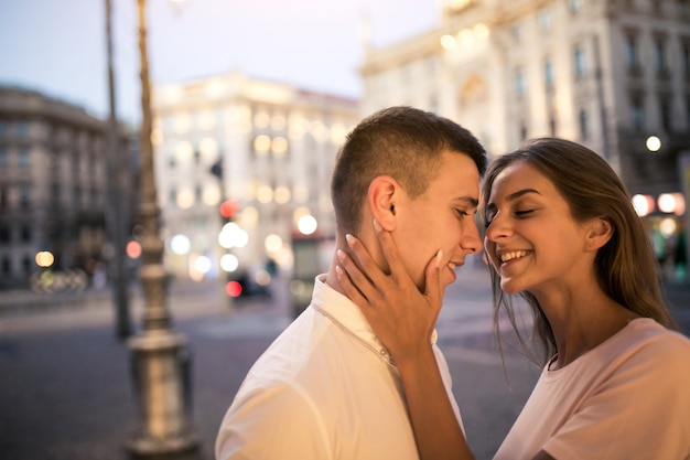 Coppia in luna di miele a milano