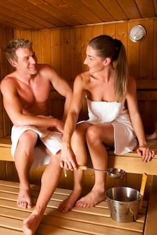 Coppia nella sauna
