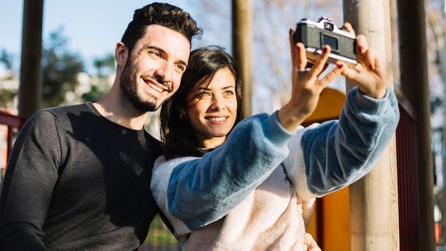 Coppia, presa, uno, selfie