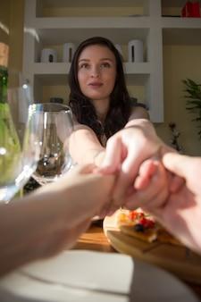 Coppia romantica incontri a casa